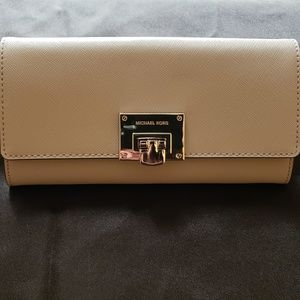 MK Carryall Leather Wallet